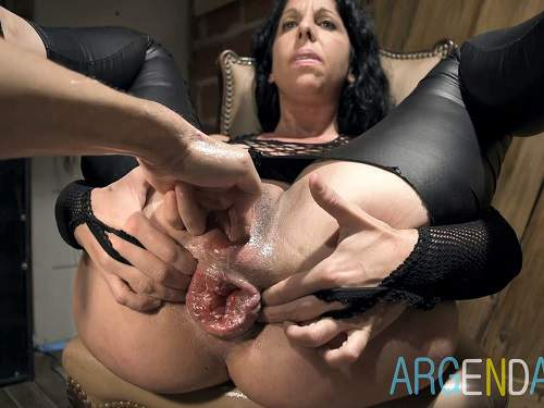 Anal fisted mature