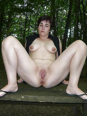 girls fuck mom first time