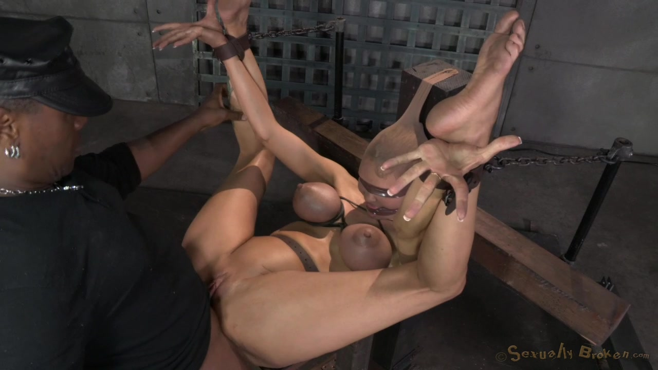 soft young pussy squirting