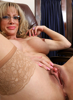 Mature pussy babes