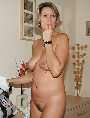 Pictures of naked mature women