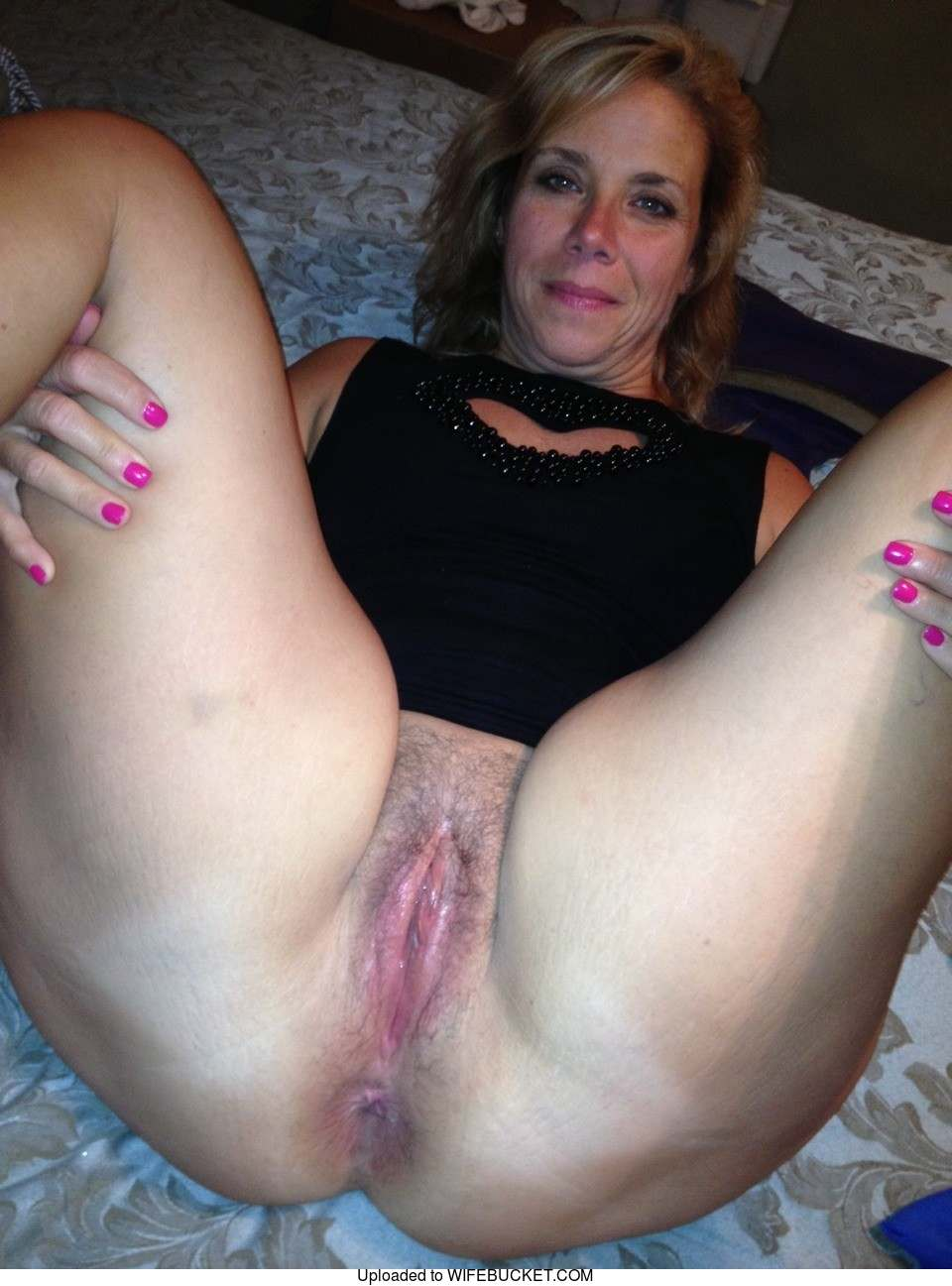 Real married women showing pussy